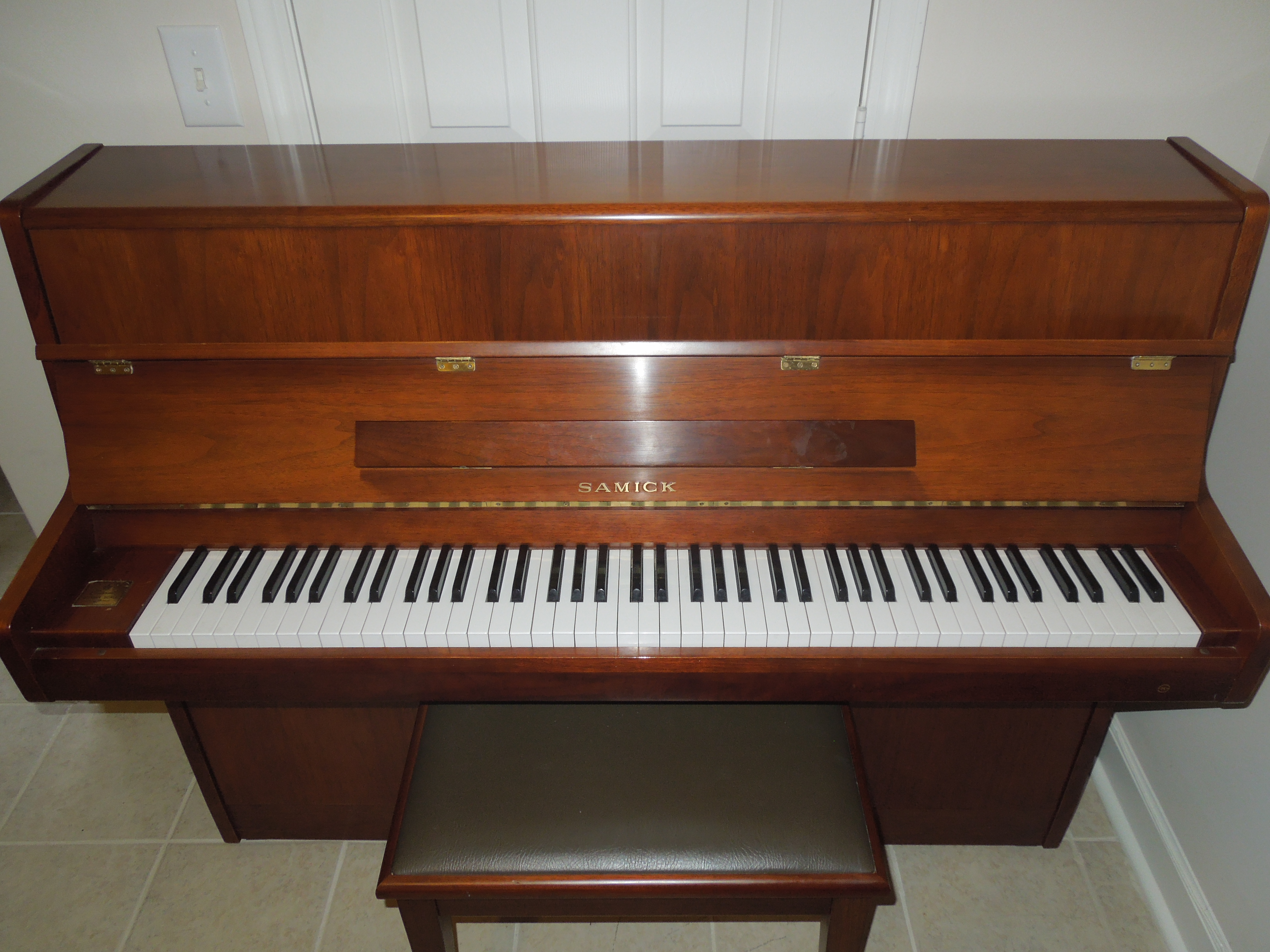 Samick Console With Matching Bench 1595