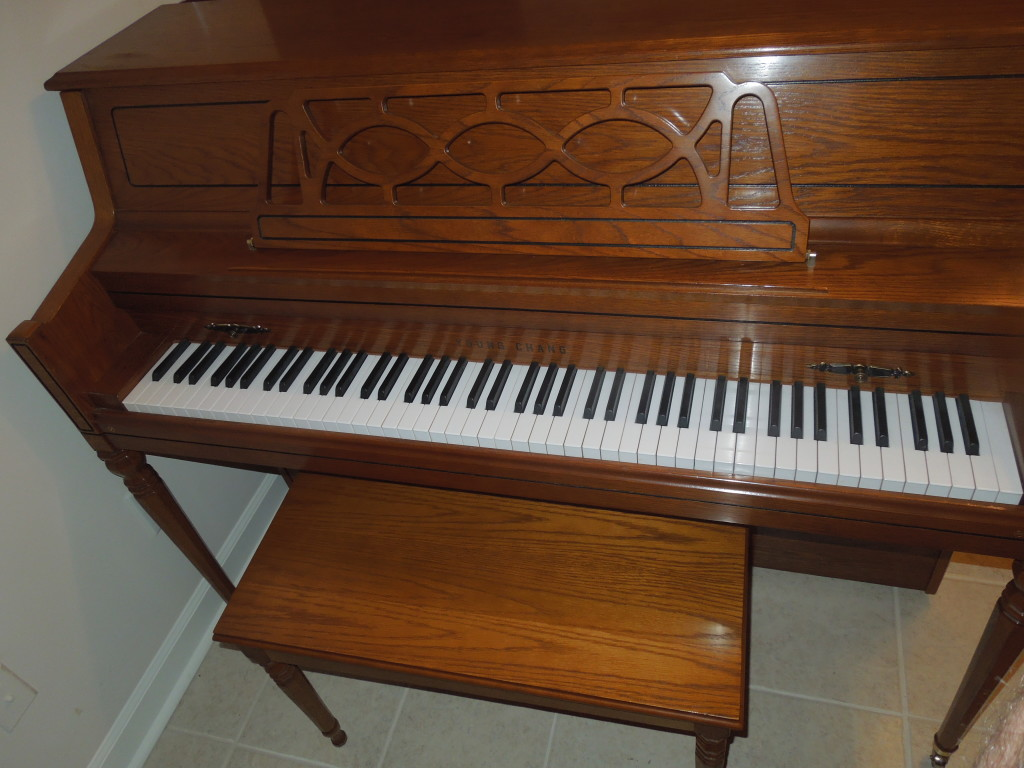 Young Chang Console Piano Immaculate Condition 1700 Half